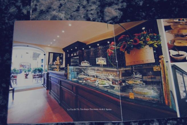 foto sala da tè su brochures